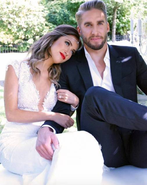 kaitlyn-bristowe-shawn-booth-engagement-pic-instagram__opt